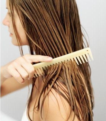 menyisir-rambut-ketika-kondisi-basah